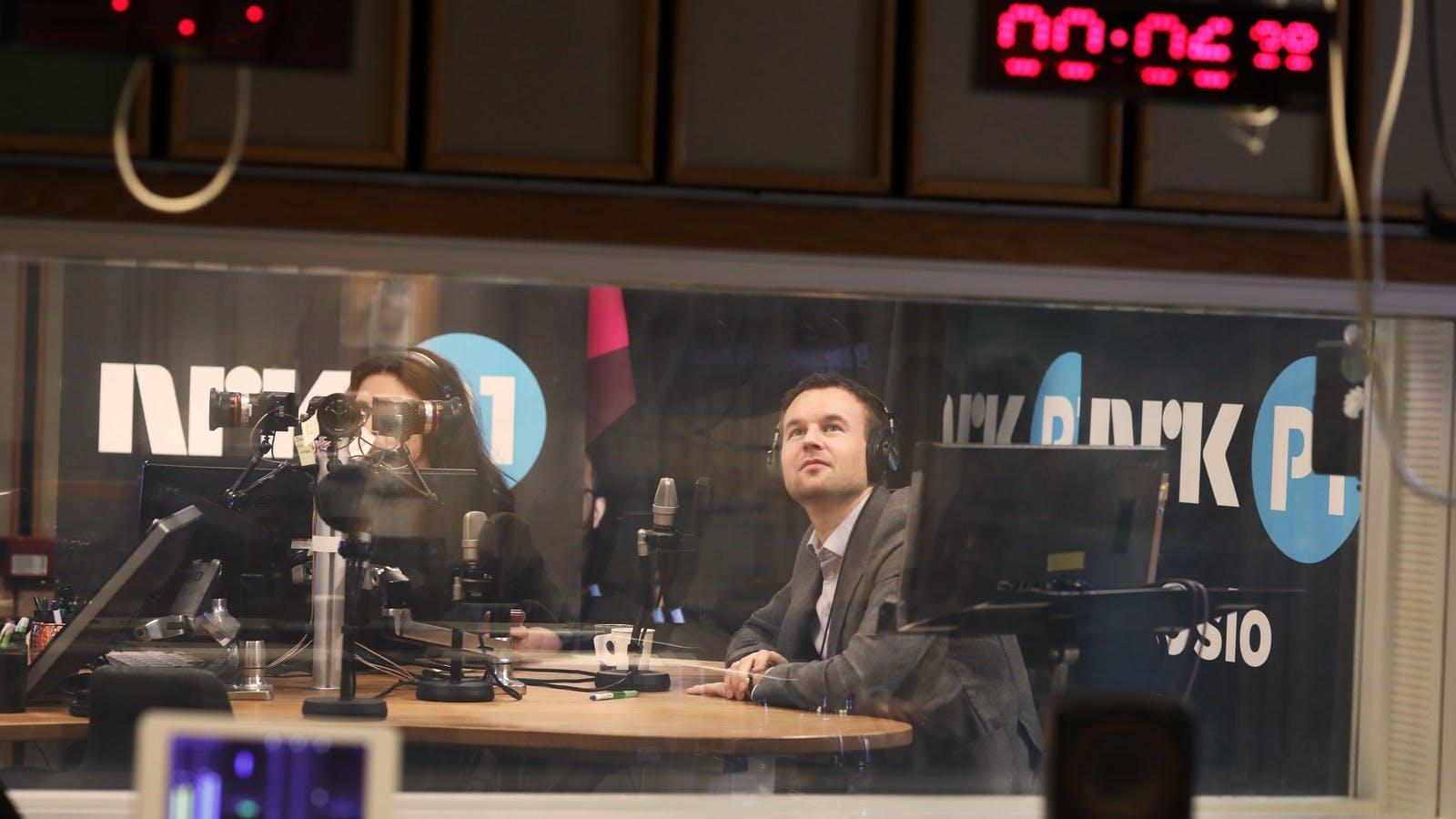 Ropstad og Catrin Sagen anbefaler VI-appen til NRK